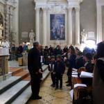 vicino-l'altare